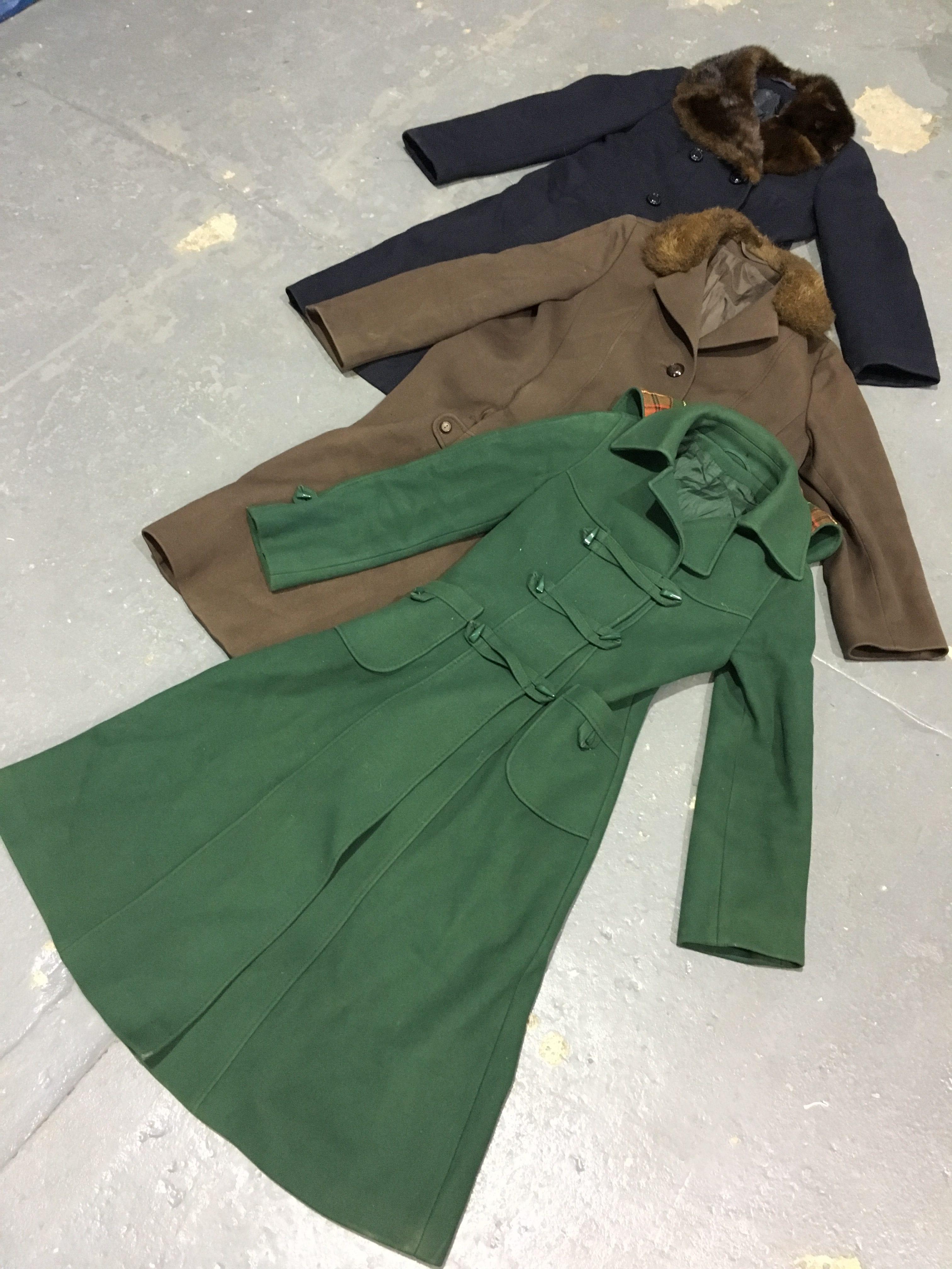 100 x Vintage Ladies 70's Coats
